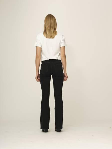 Bilde av TOMORROW Albert Flare Original Black Jeans